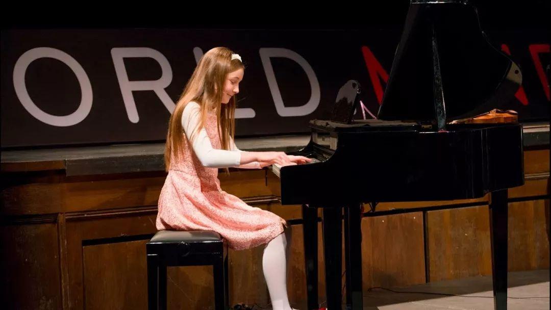又一音乐神童横空出世,她甚至比天才莫扎特还更有天赋!